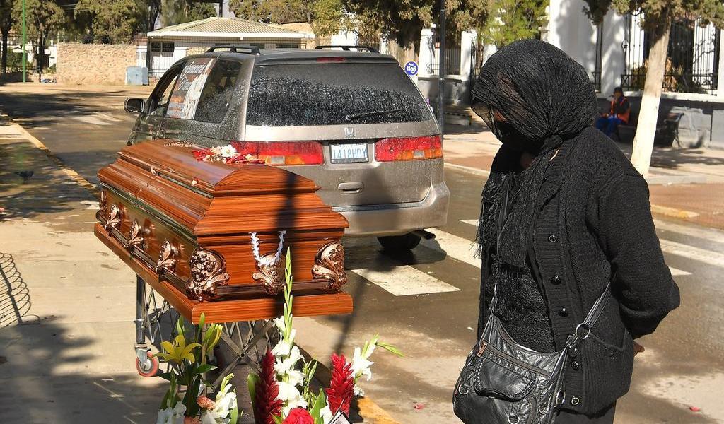 Funerarias piden apoyo en Bolivia mientras féretros esperan a ser cremados