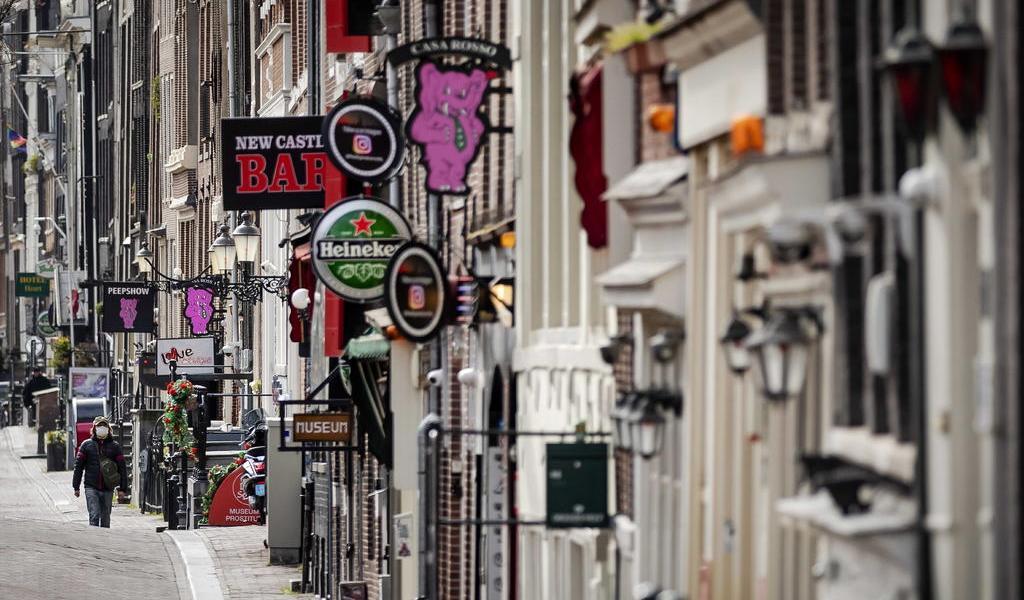 Tras cuarentena, reabre el distrito rojo de Ámsterdam
