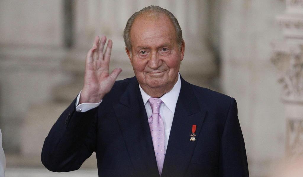 Señalan al rey Juan Carlos de ordenar estructura para recibir dinero en Suiza