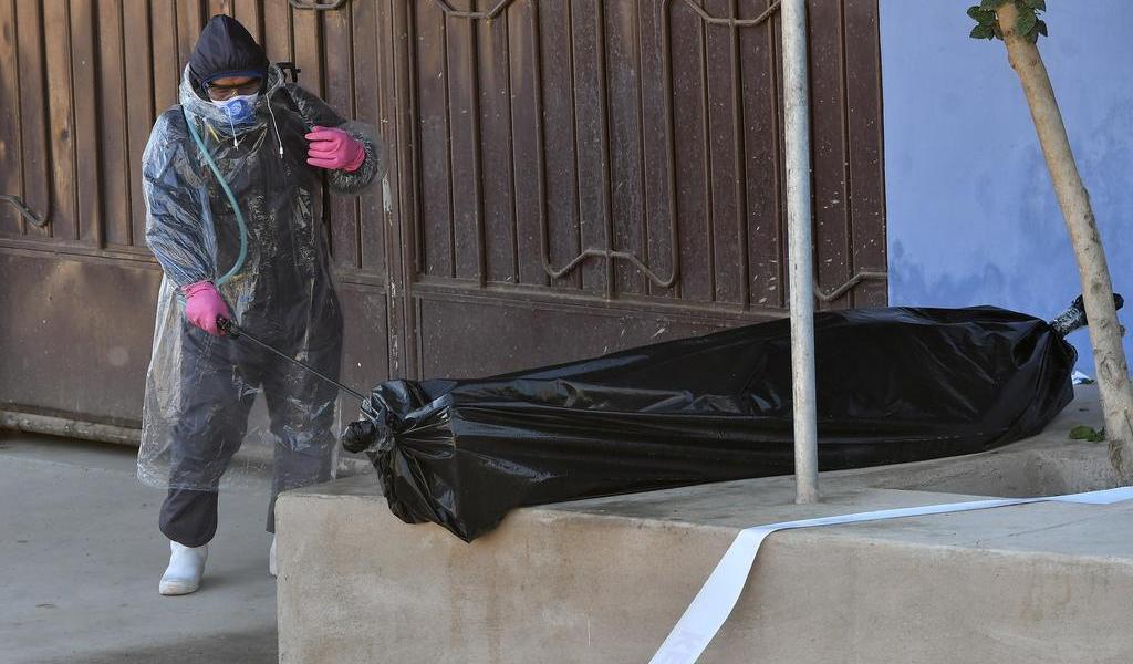 Suben muertes sospechosas de COVID-19 en las calles de Bolivia
