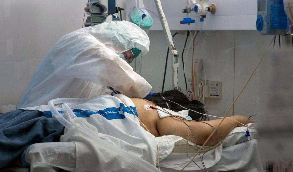 Prueban tratamiento que reduce la mortalidad en casos críticos de COVID-19