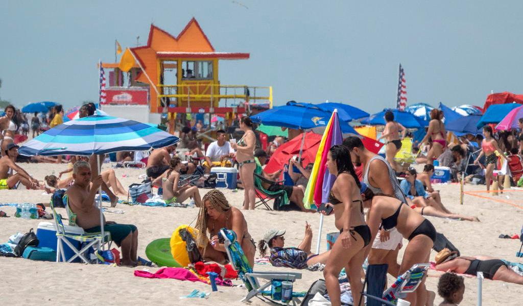 Alcalde de Miami pide cooperación a ciudadanos para evitar nueva cuarentena