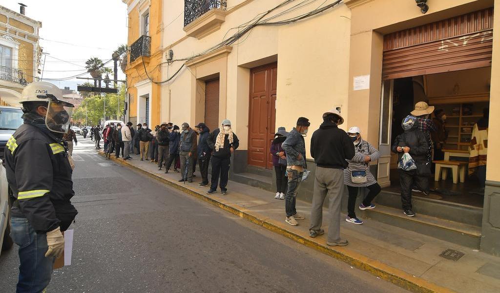 Se arriesgan bolivianos a ingerir desinfectante para combatir al COVID-19