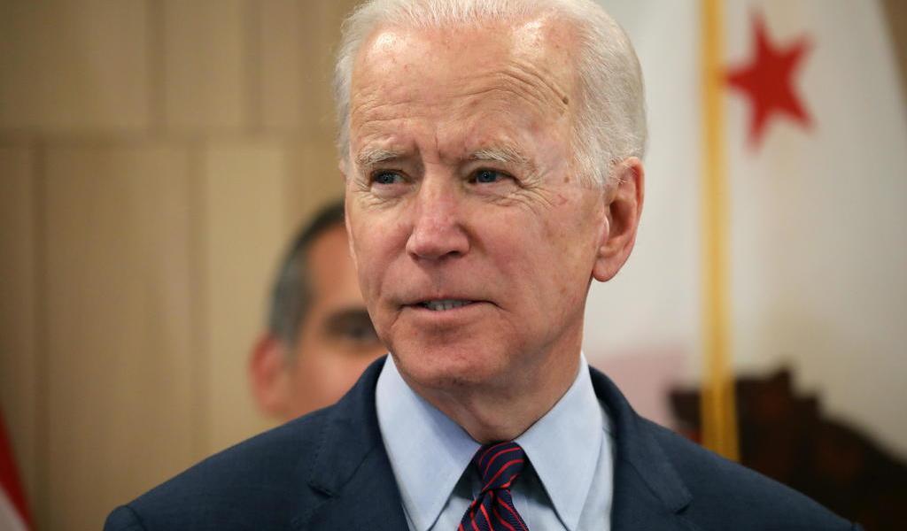 Intenta Biden atraer a republicanos descontentos