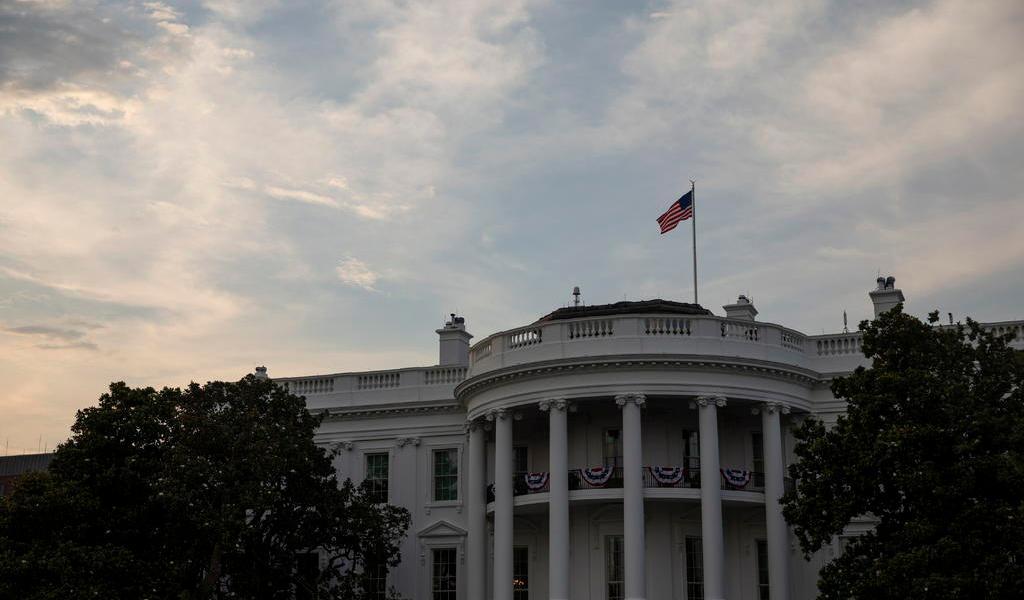 Cierran cafeterías de la Casa Blanca por caso de COVID-19