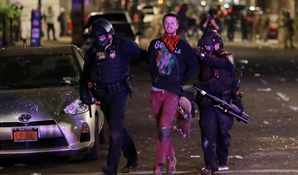Se registra noche de disturbios en Portland y Seattle