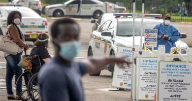 Baja Florida de los 9 mil casos diarios de COVID-19