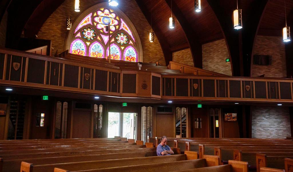Más de 40 personas contraen COVID-19 tras evento religioso en Alabama
