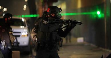 Trata EUA de calmar temores sobre agentes federales