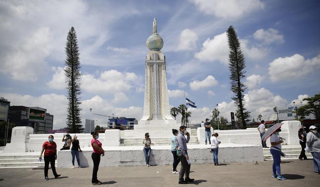 Suma El Salvador 448 muertes por COVID-19