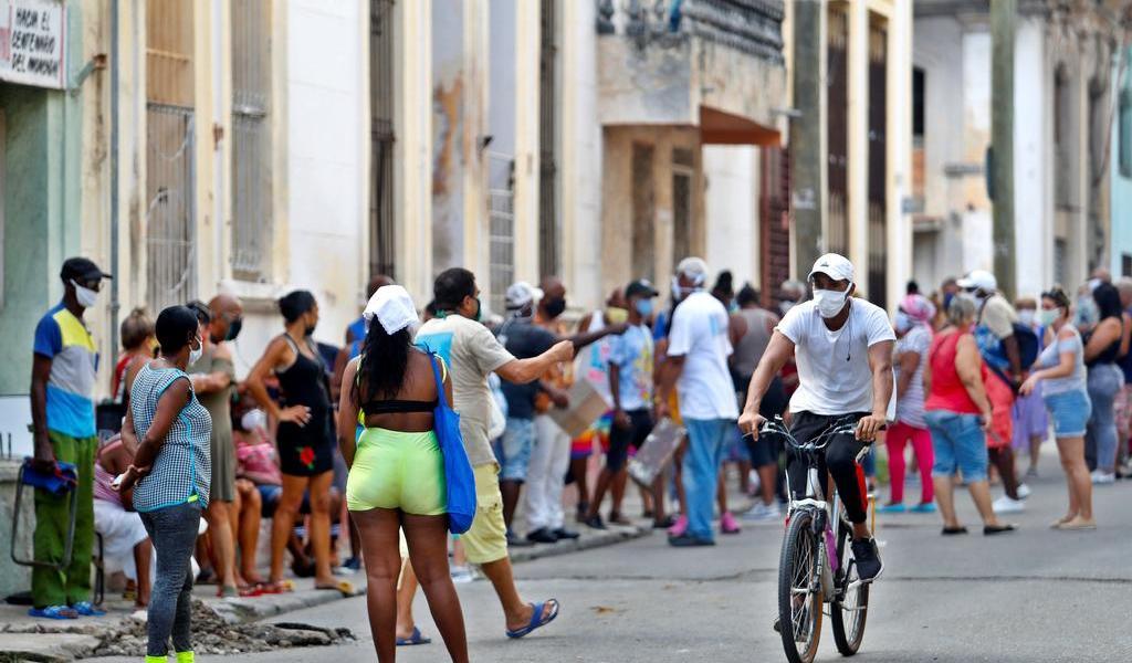 Sufre Cuba nueva ola de contagios de COVID-19 tras casi erradicar el virus
