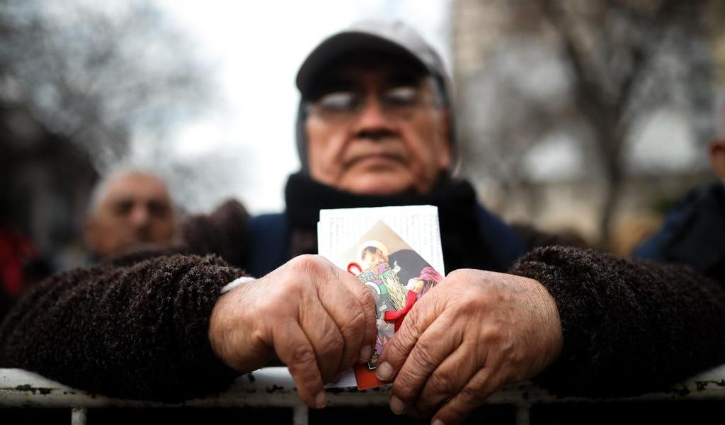 Imploran argentinos al santo del pan y el trabajo en plena pandemia