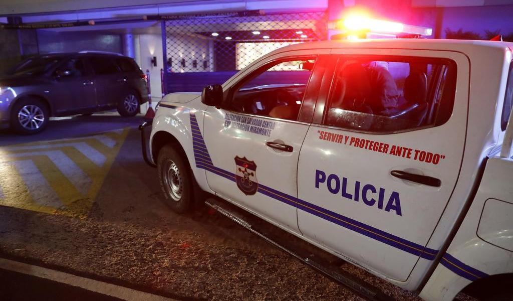 Detienen a tres policías en El salvador ligados a un grupo de exterminio