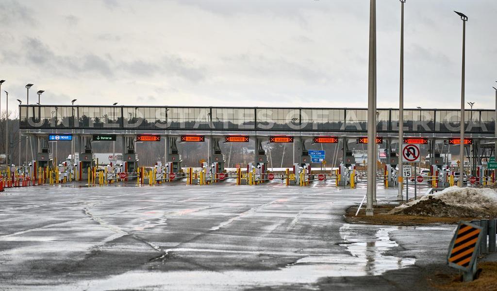 Renueva Canadá por un mes cierre de frontera con EUA