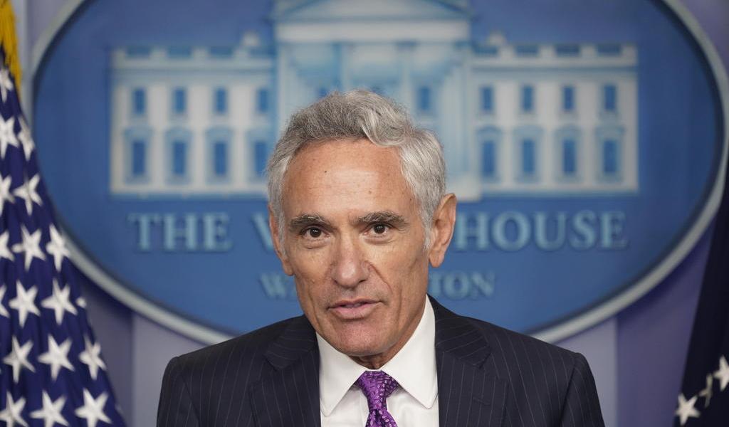 Nuevo asesor de Trump, sin experiencia en salud pública