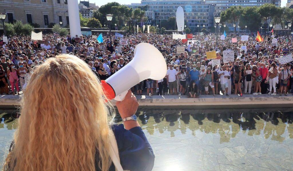 Protestan en Madrid contra las mascarillas