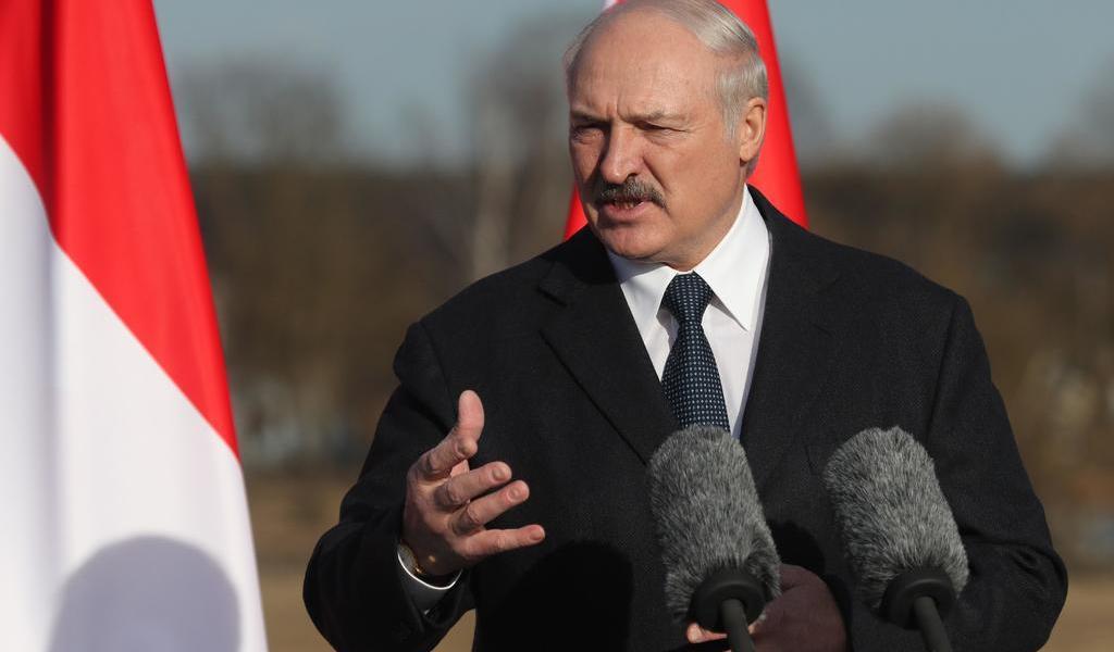 Acusa Lukashenko a la oposición de intentar tomar el poder; moviliza tropas