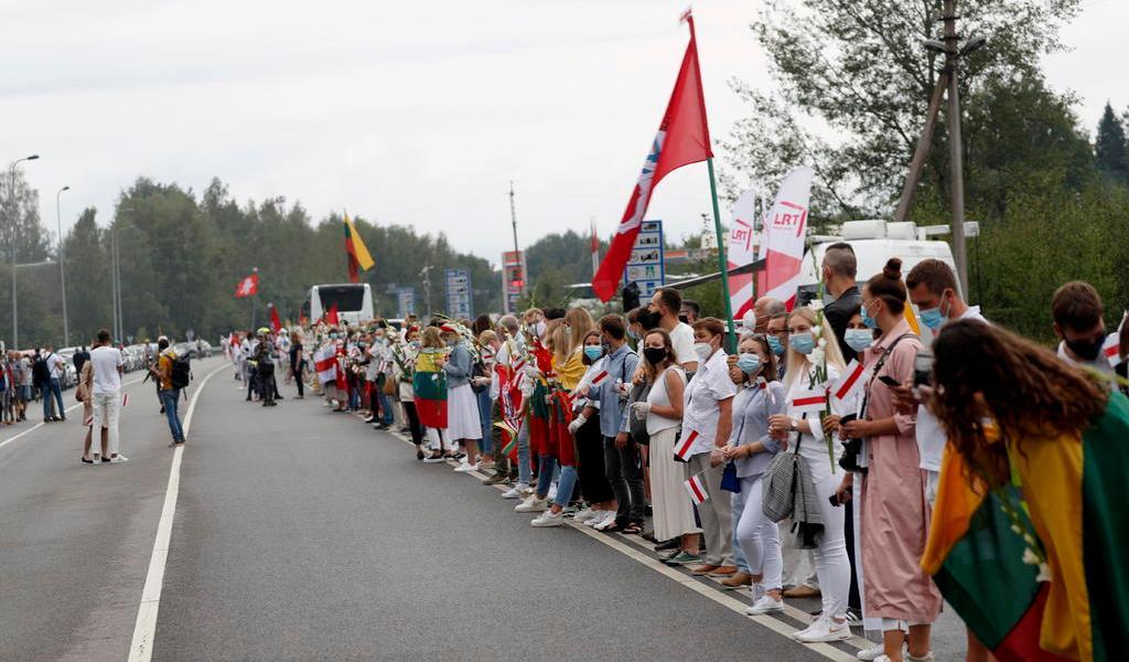 Crean lituanos cadena humana en mensaje a Bielorrusia