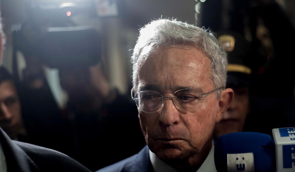 Corte de Colombia llama a Uribe a testificar sobre masacres