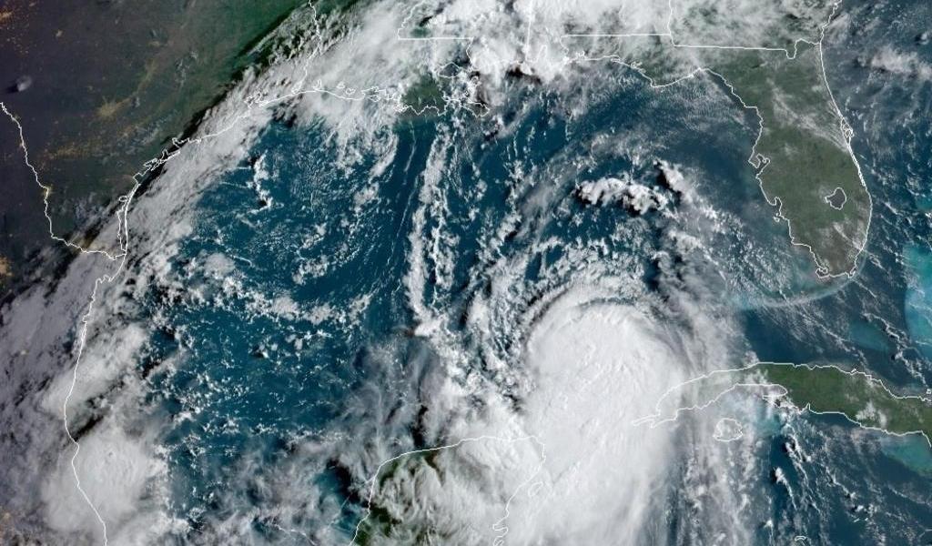 Huracán 'Laura' ya es categoría 3; aumentará a 4 antes de tocar tierra
