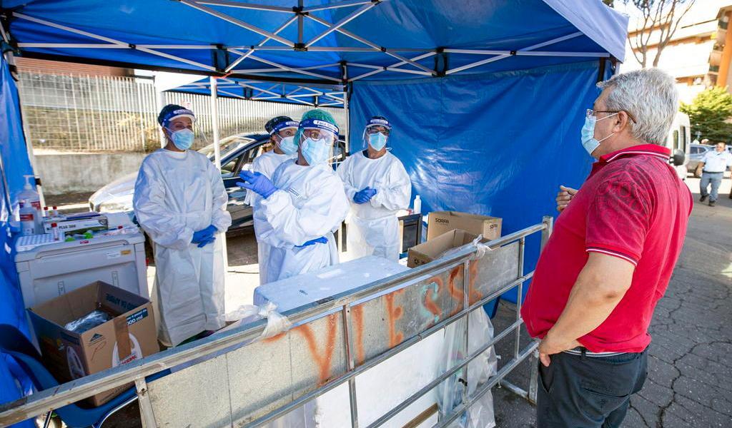 Registra Italia la cifra más alta de contagios de COVID-19 desde mayo