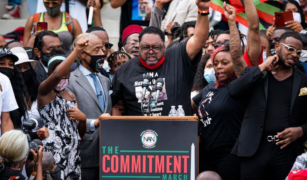 Hay dos sistemas de justicia en EUA, uno negro y otro blanco: padre de Jacob Blake