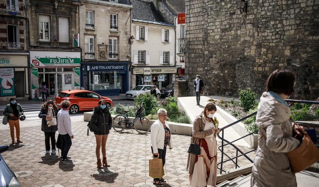 Suma Francia 7,017 casos de COVID-19 en el último día