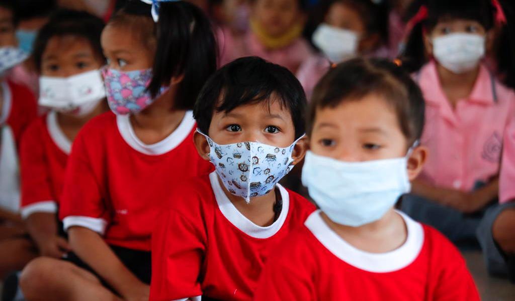 Niños con COVID-19 presentan fiebre y tos con más frecuencia que con la gripe