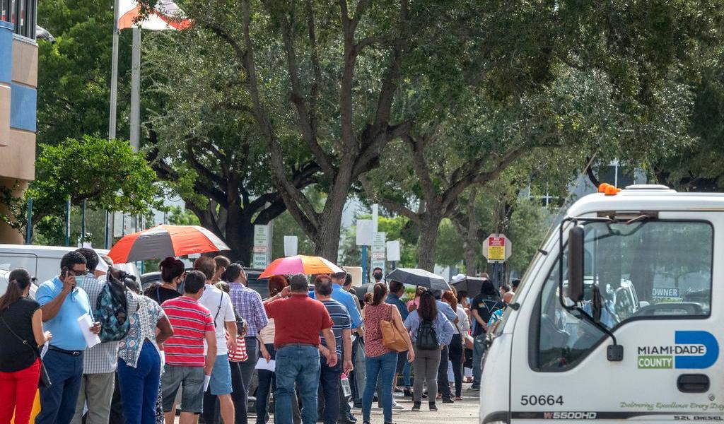 Vuelve Florida a sumar más de 2 mil casos de COVID-19 en un día
