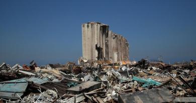 Encuentran autoridades más nitrato de amonio en el puerto de Beirut