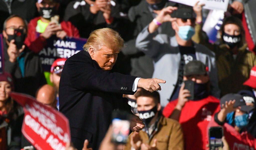 Promete Trump vacuna para todos