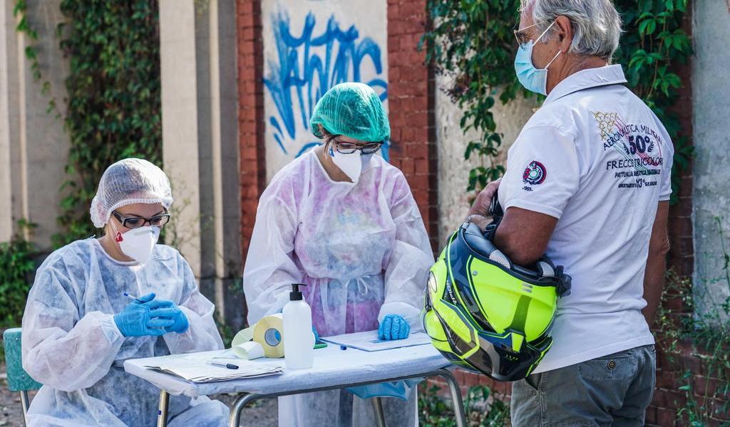 Italia registra 1,587 nuevos casos de COVID-19 y supera los 298,000