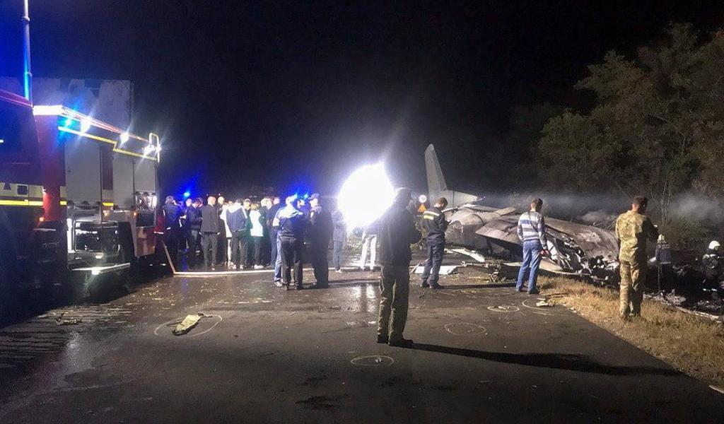 Reportan al menos 20 muertos tras caída de avión militar en Ucrania