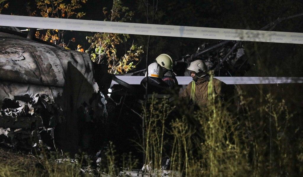 Cae avión; mueren 20 en Ucrania