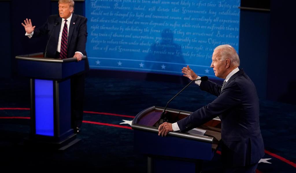 Biden y Trump buscan primeros votos por correo