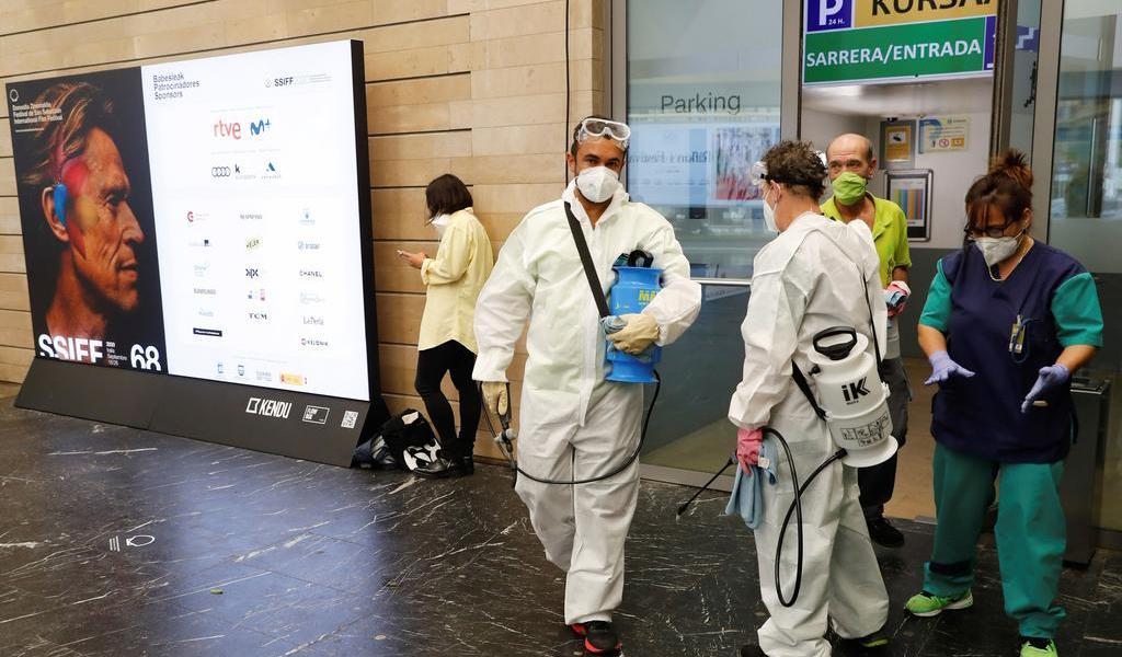 Suma España 11,016 nuevos casos de COVID-19; el 43.6 % en Madrid