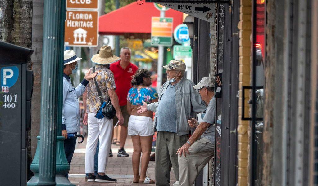 Reporta Florida cerca de dos mil contagios nuevos de COVID-19