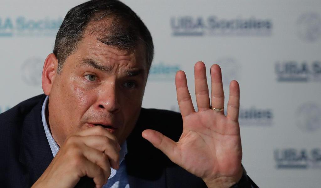 Pide Ecuador a Interpol extraditar a expresidente Rafael Correa