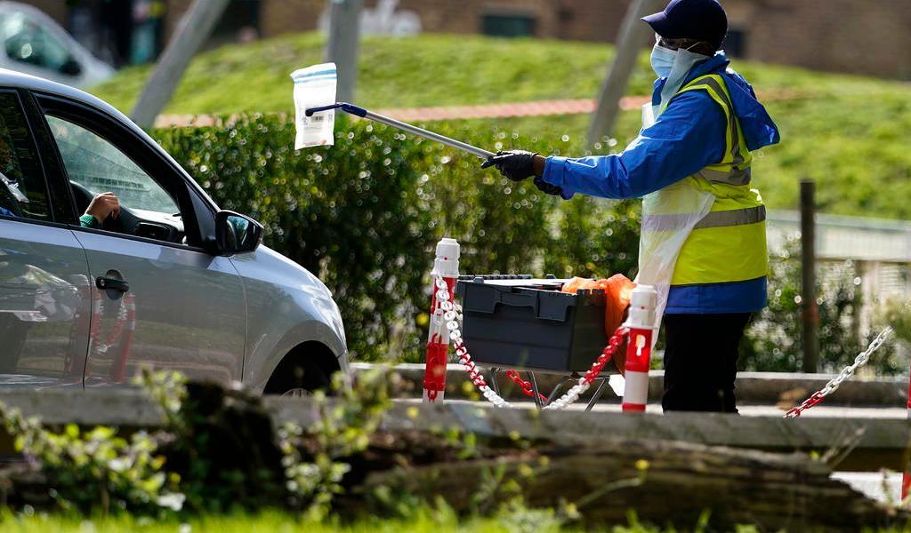Sufre Reino Unido nuevo repunte de casos de COVID-19; suma otros 17,540