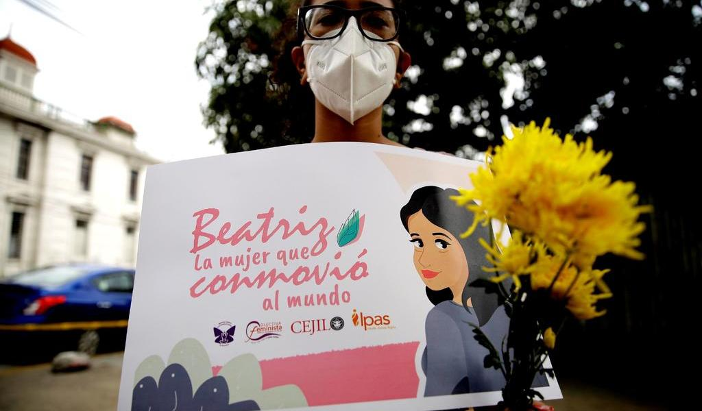 Exigen que El Salvador permita el aborto a niñas embarazadas por violación