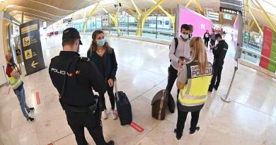 Europa endurece restricciones para frenar segunda ola de la pandemia