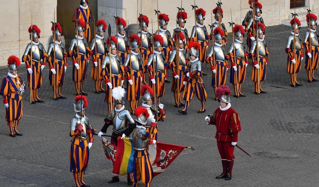 Otros siete guardias suizos dan positivo a COVID-19; suman once en el Vaticano