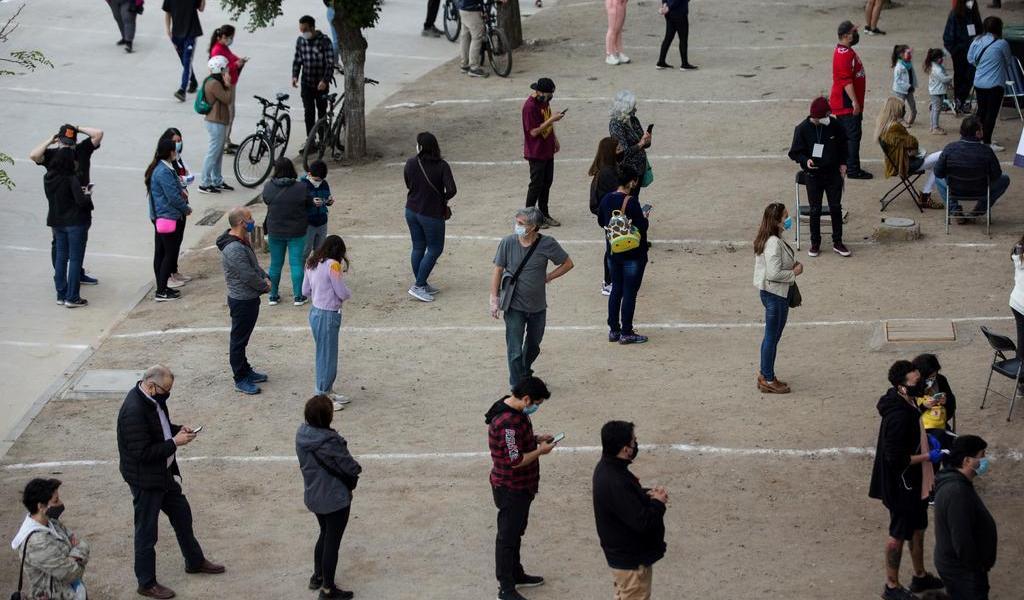 Abren centros de votación para plebiscito constitucional en Chile