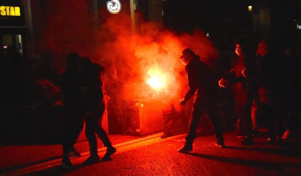 En Italia se desatan protestas y enfrentamientos tras cierres por rebrote