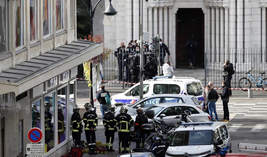 Atentado terrorista en iglesia de Francia deja al menos tres muertos