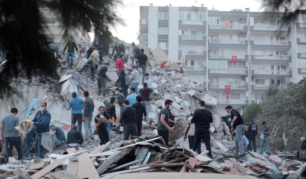 Suman 14 muertos por terremoto en el Egeo; 12 de ellos en Turquía