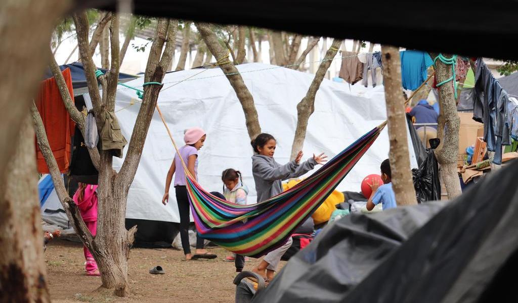 'EUA expulsa a niños migrantes a México'