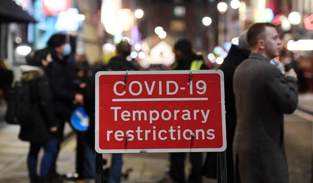 Reino Unido registra su mayor incremento de contagios por COVID-19