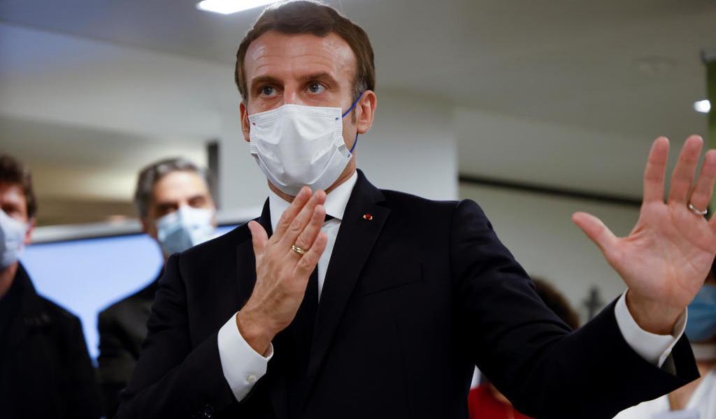 Anuncia Macron que Francia comenzará a vacunar a finales de año o en enero