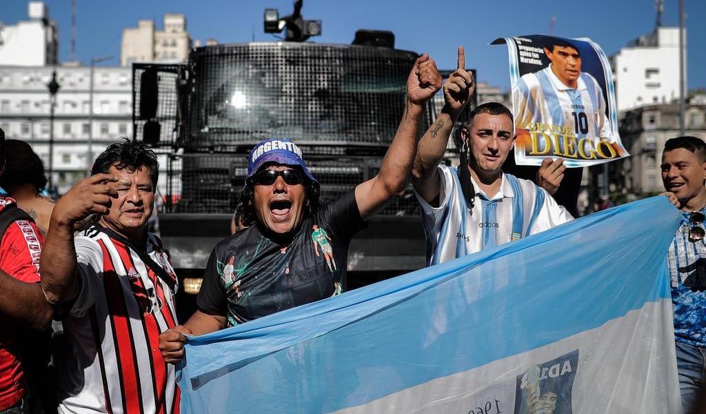 Disturbios en el velatorio de Maradona desatan cruces políticos en Argentina